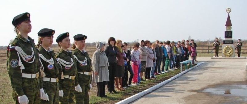 с. Дмитриевка Ивановского р-на. Памятник погибшим землякам