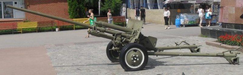 Противотанковые пушки ЗиС-2 у стел