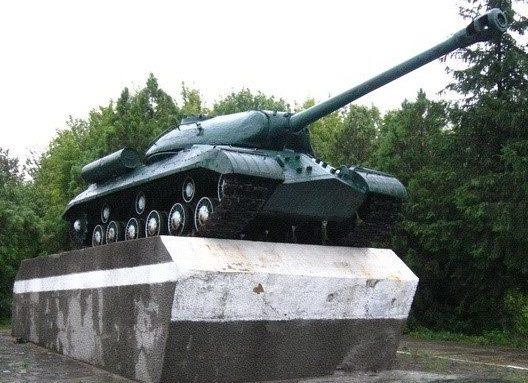 п. Близнюки Близнюковского р-на. Танк ИС-3