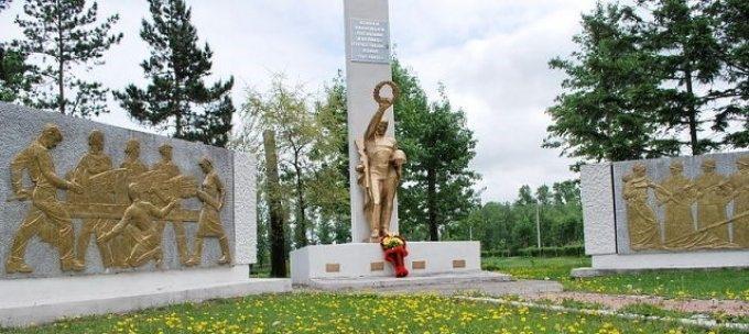 с. Ивановка. Мемориал погибшим в годы войны