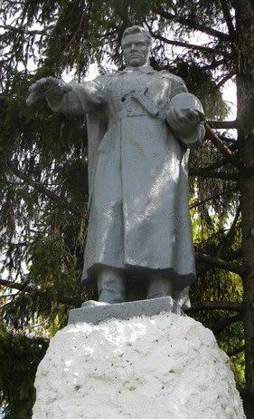 с. Червона Нива Богодуховского р-на. Памятник установлен на братской могиле, в которой похоронено 22 воина, погибших в боях за освобождение села