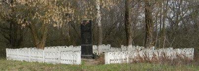 с. КриничноеБалаклейского р-на. Памятный знак на краю села в память о боях в апреле 1943 года 3 стрелковой роты 1-го батальона 993 стрелкового полка.