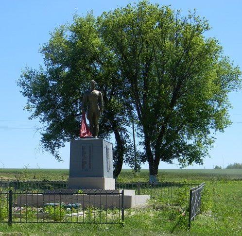 с. Шубы Богодуховского р-на. Памятник на окраине села установлен в память о погибших на войне 77 земляках