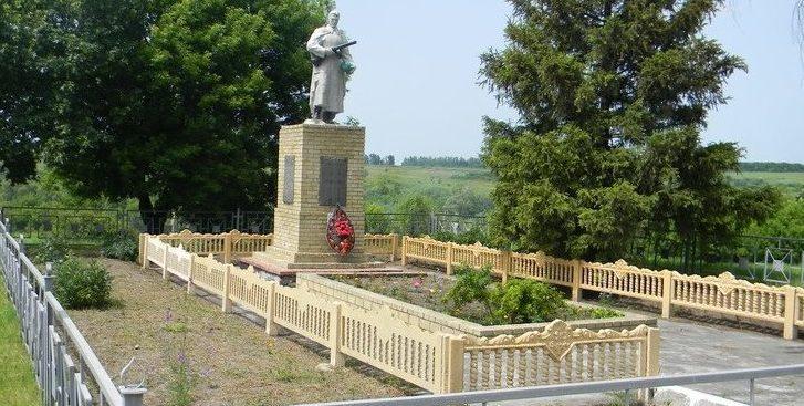 с. ЛозовенькаБалаклейского р-на. Памятник в центе села установлен на братской могиле, в которой похоронено 621 воин, в т.ч. 351 неизвестный.