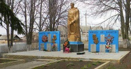 с. Меловая Балаклейского р-на.Памятник в центе села установлен на братской могиле, в которой захоронено 728 воинов.