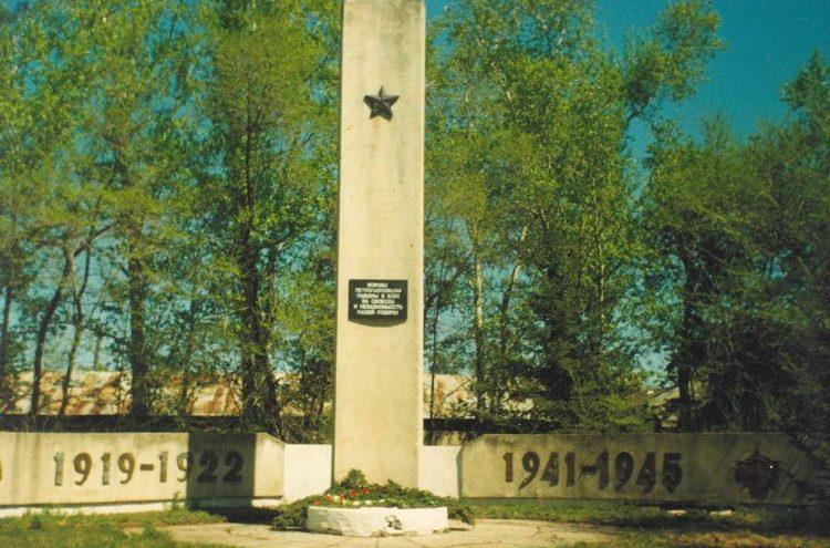 с. Петропавловка Ивановского р-на. Памятник погибшим односельчанам