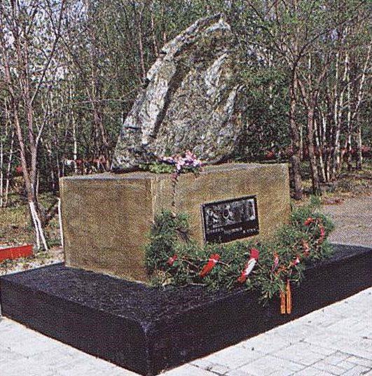с. Солнечное. Ивановского р-на. Камень, заложенный на месте будущего памятника воинам-землякам