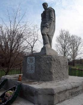 с. Першотравневое Балаклейского р-на. Братская могила воинов, погибших на войне