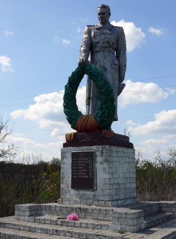 с. Водяное Близнюковского р-на. Памятник установлен на братской могиле, в которой похоронено 26 воинов, 19 из которых неизвестные