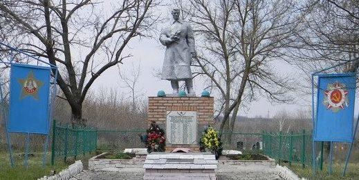 п. Пятигорское Балаклейского р-на. Общий вид братской могилы
