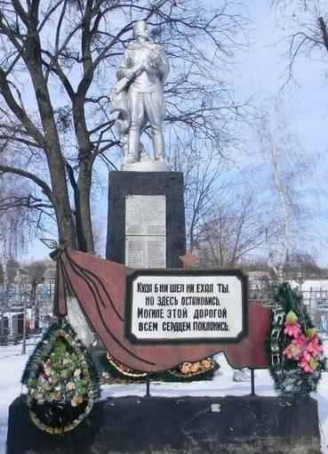 п. Савинцы Балаклейского р-на. Памятник поулице Первомайской, возле поселкового кладбища, установлен на братской могиле, в которой похоронено 53 воина, в т.ч. 15 неизвестных.