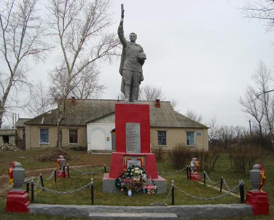 с. Загрызово Боровского р-на. Памятник в центре села, установлен на братской могиле, в которой похоронено 27 воинов, погибших в боях за село