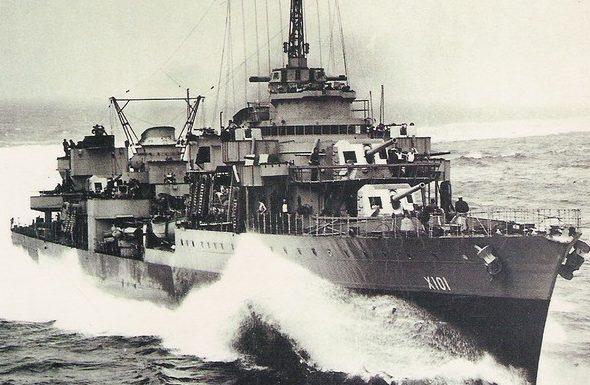 Корабельное орудие 138-mm/45. Слева - Modèle 1929