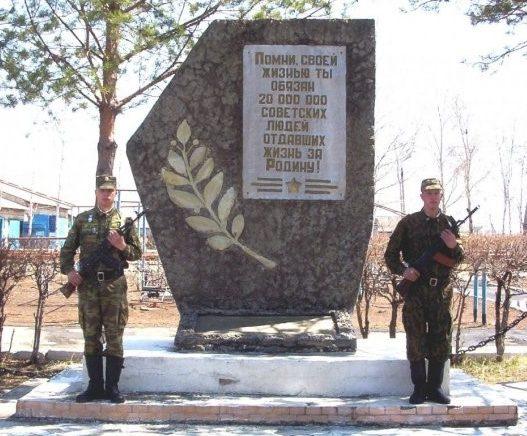 п. Михайловка. Памятник погибшим воинам-землякам