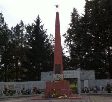 с. Екатеринославка Октябрьского р-на. Памятник выпускникам школы, погибшим в годы войны