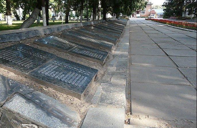 Мемориальные плиты погибших воинов