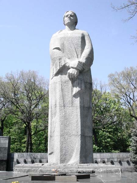 Скульптура Матери