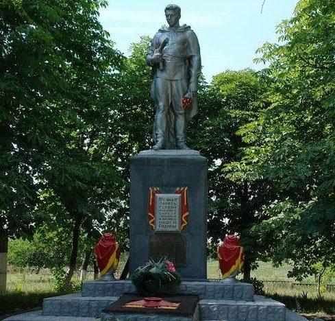 с. Шебелинка Балаклейского р-на Памятник погибшим землякам в годы войны