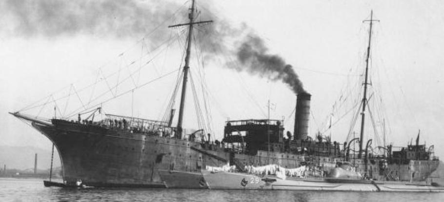 Плавбаза подводных лодок «Karasaki»