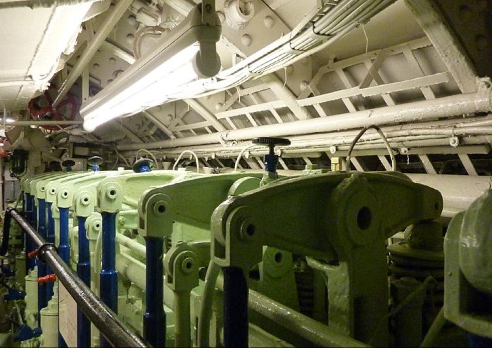 Дизельный двигатель лодки