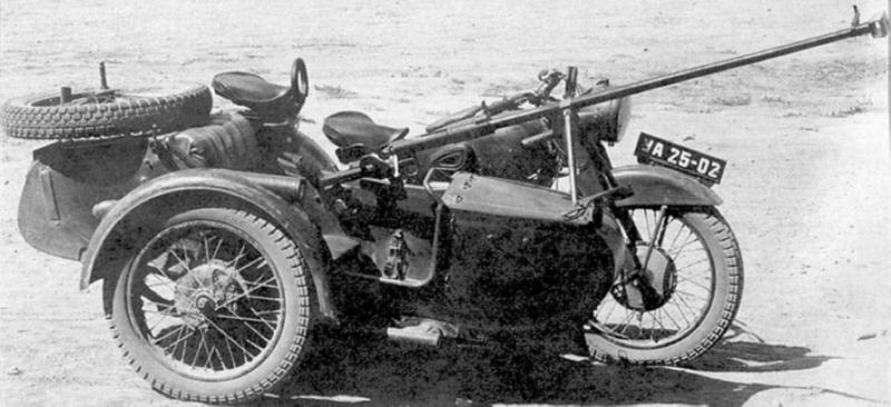Мотоцикл М-72 с ружъем Симонова