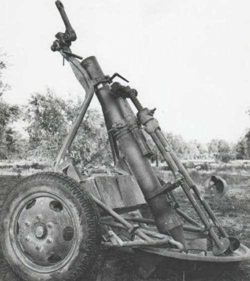 Миномет 12-cm Granatwerfer 42 в походном положении