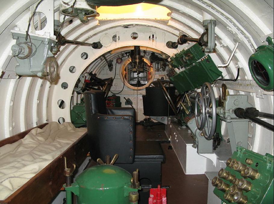 Внутренний интерьер подводной лодки «Х-24»