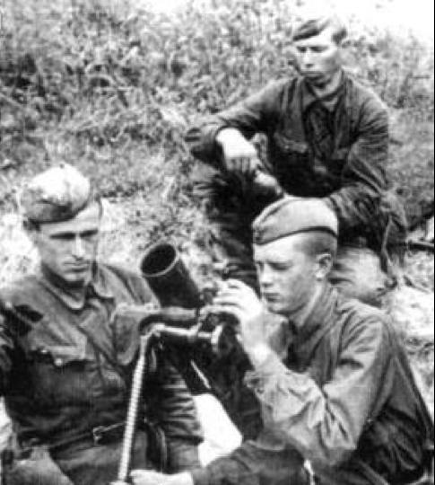 82-мм батальонный миномет боевой расчет