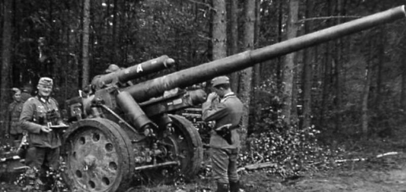 Полевая пушка 10-cm Kanone 18 в боевом положении