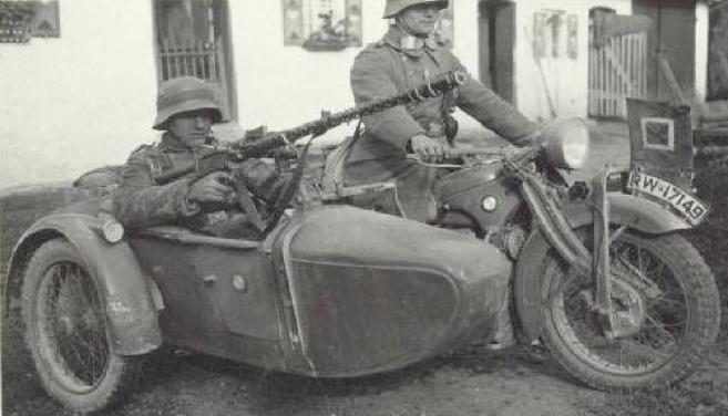 Мотоцикл BMW R-11 с коляской