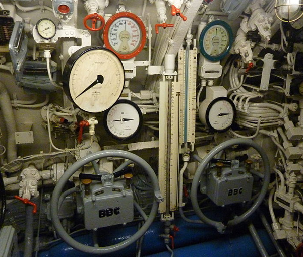 Пост управления балластом и погружением подводной лодки «U-995»