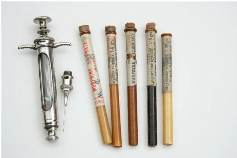 Набор для подкожных инъекций с морфином производства Parke, Davis & Co., 1908-1918 гг.