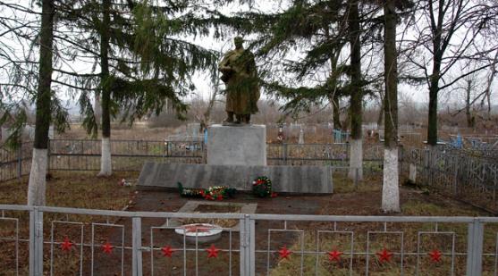 с. Александровка Золочевского р-на. Братская могила советских воинов