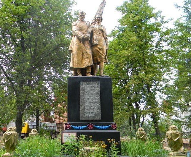 г. Дергачи. Братская могила воинов, погибших в боях за город