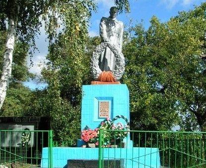 с. Боровая Змиевского р-на. Памятник на братской могиле