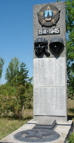 с. Николаевка Двуречанского р-на. Памятник установлен на братской могиле, в которой похоронено 37 советских воинов