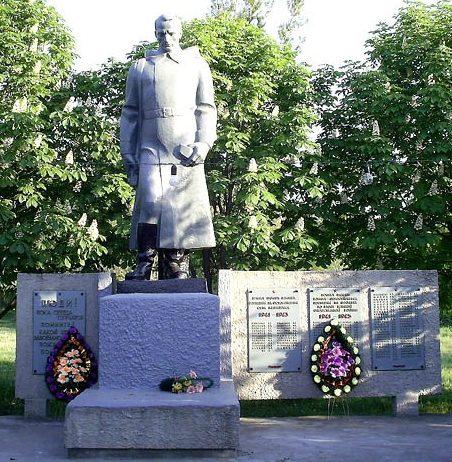 с. Медведевка Кегичёвского р-на. Памятник установлен на братской могиле, в которой похоронено 219 воинов. Здесь же установлены мемориальные доски с именами погибших земляков