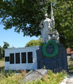 с. Пески Двуречанского р-на. Памятник установлен на братской могиле, в которой похоронено 28 советских воинов