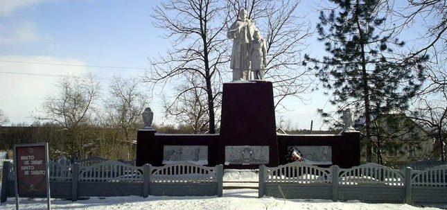 с. Парасковия Кегичёвского р-на. Памятник установлен на братской могиле, в которой похоронено 512 воинов, погибших при освобождении села. На мемориальных досках нанесены имена 95 земляков