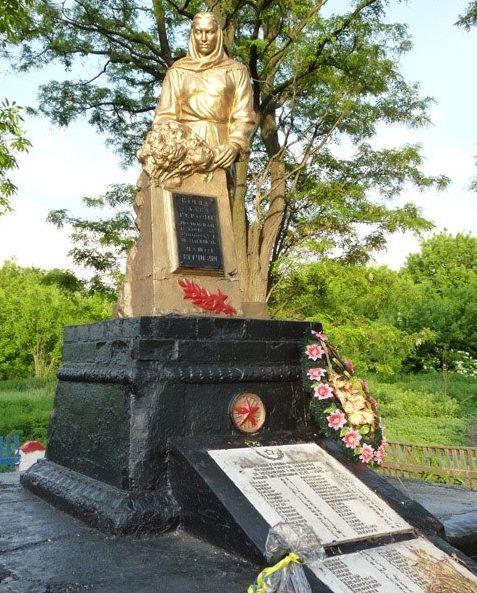с. Семёновка Зачепиловского р-на. Памятник установлен в честь 98 погибших односельчан в годы войны.