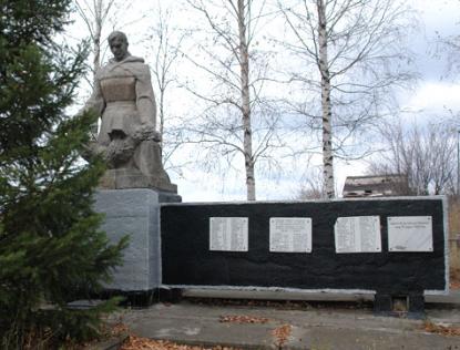 с. Замерцы Дергачевского р-на. Памятник установлен на братской могиле, в которой похоронено 200 воинов, погибших при освобождении села