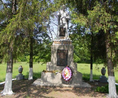 с. Софиевка Кегичёвского р-на. Памятник установлен на братской могиле, в которой похоронено 20 воинов, в т.ч. 17 неизвестных
