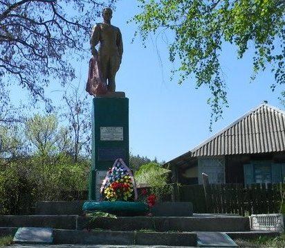 с. Избицкое Волчанского р-на. Памятник установлен на братской могиле, в которой похоронено 178 воинов, погибших при освобождении села