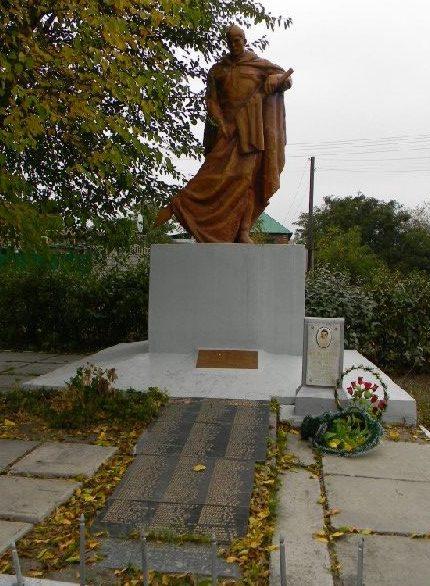 с. Задонецкое Змиевского р-на. Общий вид братской могилы