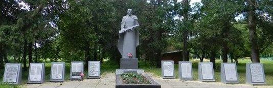 с. Минковка Валковского р-на. Памятник в центре села установлен на братской могиле, в которой похоронено 149 воинов, в т.ч. 142 неизвестных. На 10 стелах увековечены имена земляков, не вернувшихся с войны.