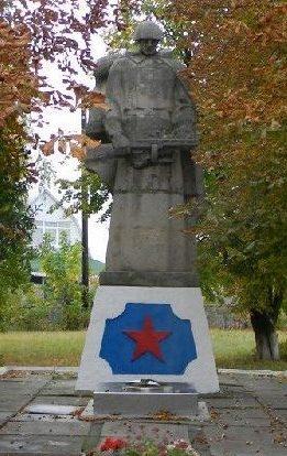 п. Зидьки Змиевского р-на. Памятник установлен на братской могиле, в которой похоронено 112 воинов, погибших в боях за поселок. Здесь же установлен памятный знак со списками, не вернувшихся с войны земляков