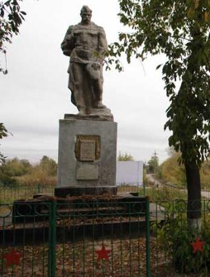 с. Бердянка Зачепиловского р-на. Памятник установлен на братской могиле, в которой похоронено 18 советских воинов