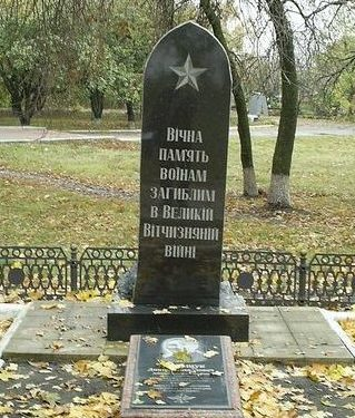 п. Великий Бурлук. Могила лейтенанта Д.М.Постощука у железнодорожной станции