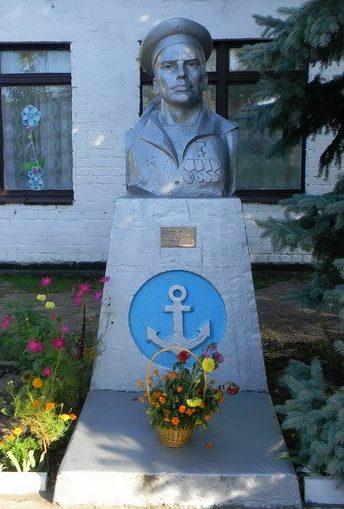 п. Зидьки Змиевского р-на. Бюст Герою Советского Союза Ковтуну Г.И., установленный у школы