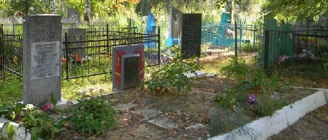 п. Старый Салтов Волчанского р-на. Братская могила на кладбище, в которой захоронено 75 воинов, погибших при освобождении поселка